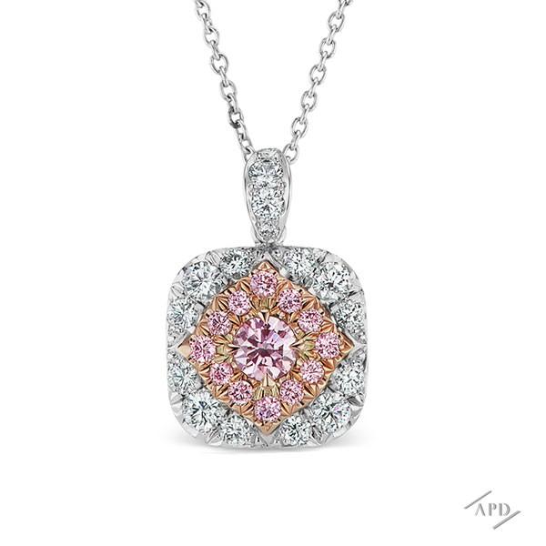 http://www.argylepinkdiamonds.us/upload/product/argylepinkdiamonds_APD_WEBTEM_p1_04.jpg
